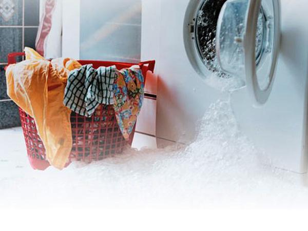 Что делать, если течёт стиральная машина?