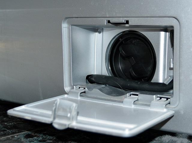 Слить воду надо через специальный фильтр
